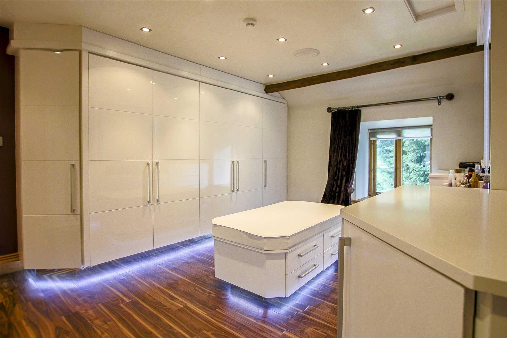 5 Bedroom Cottage For Sale - Image 24